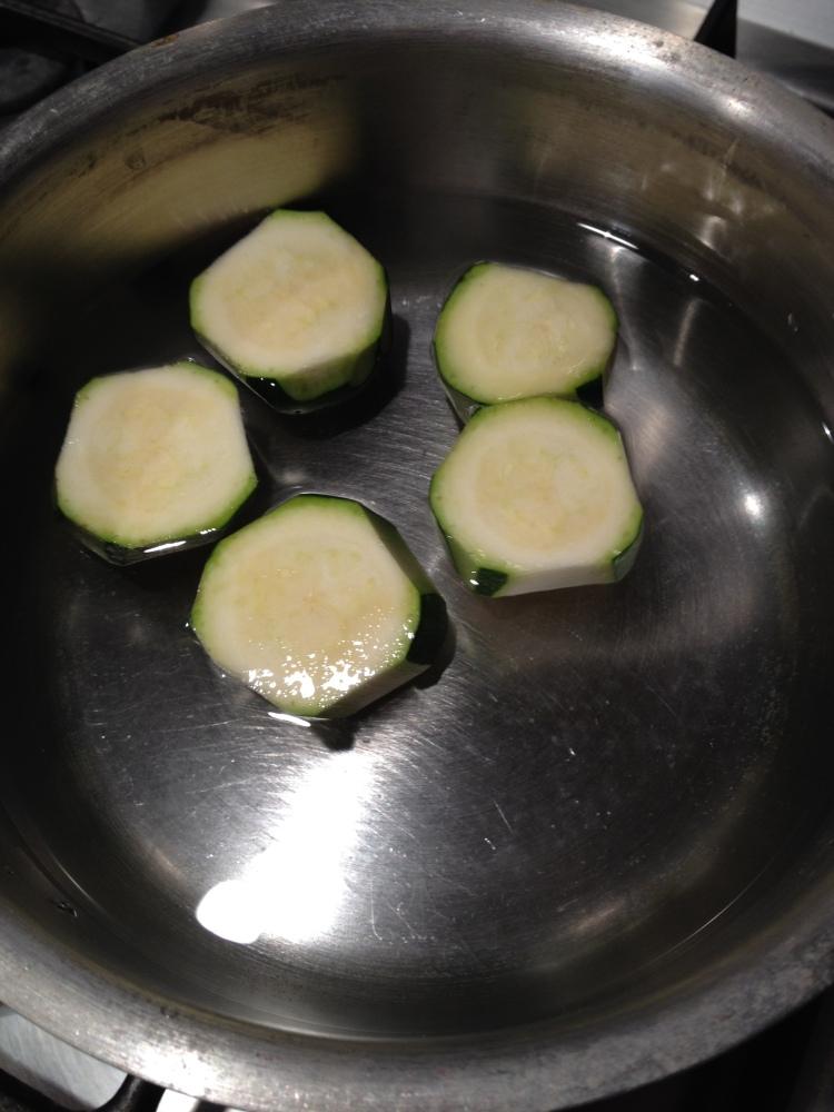 Risotto cremoso con pesto di zucchine e limone (1/6)